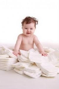 baby op stapel luiers